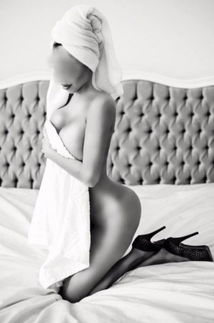 Cyria escort girl and happy ending massage