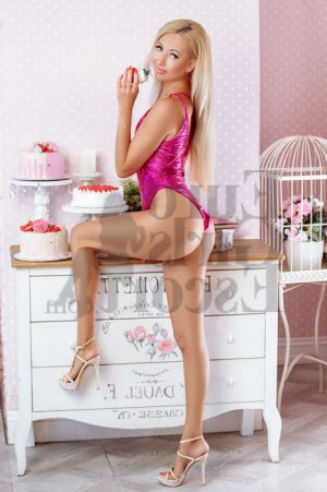 Ranine escort girl