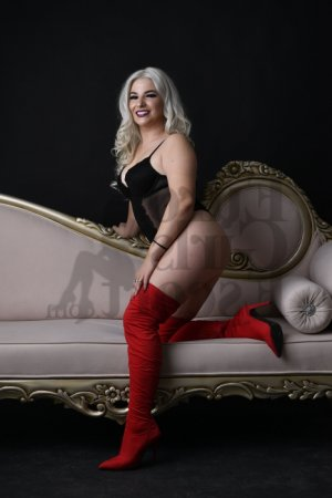 Leiloo happy ending massage & escort girl